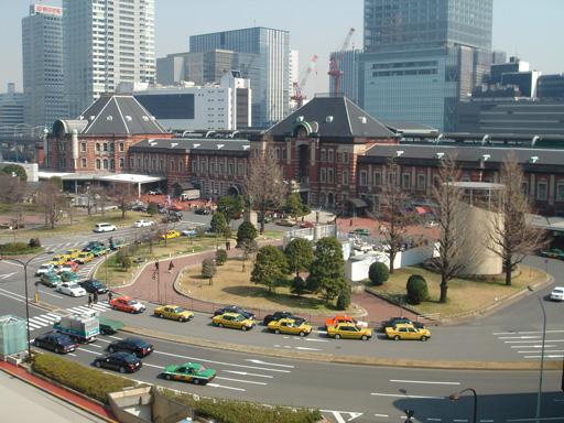 070318 小 東京駅のミニチュアカー.jpg