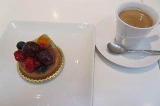 100711  s  cake with coffee.jpg